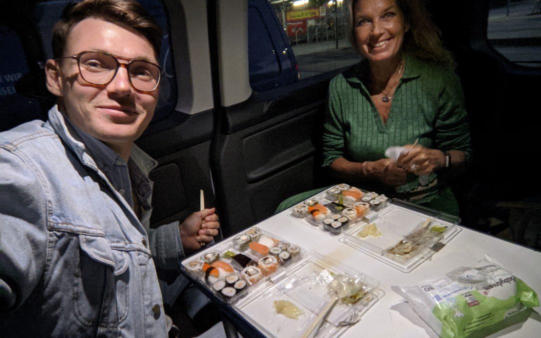 15 Minuten Radio Interview mit Sushi im Kofferraum